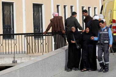 Příbuzní obětí střelby v mešitě odcházejí z nemocnice