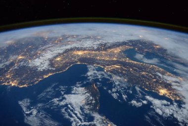 Americký řidič chtěl dokázat, že je Země plochá. Nesehnal razítka