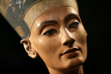 Kráse Nefertiti podlehl i Adolf Hitler. Osobně zabránil jejímu návratu do Egypta