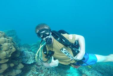 Čeští zoologové pomáhají zakládat korálové školky v Indonésii