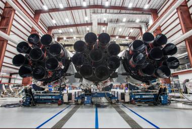 """Test obří rakety Falcon Heavy by se měl konat o víkendu. Na první let se Muskovo """"dítě"""" vydá na konci měsíce"""