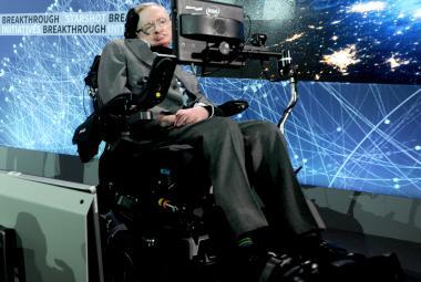 Hawking nahlédl pod pokličku černým dírám. A ukázal, že Velký třesk nepotřeboval Boha