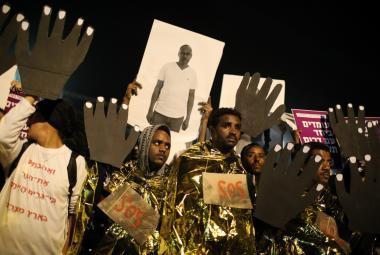 Demonstrace v Tel Avivu proti deportacím migrantů