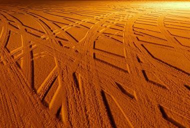 Oranžový sníh je všude. Do Evropy dorazil prach a písek z Afriky