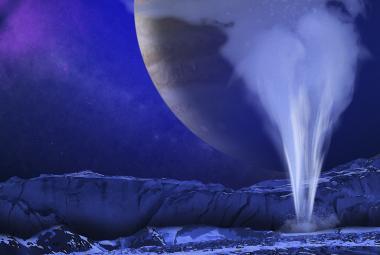 Život na Jupiterově měsíci? Sonda prolétla u Europy vodním gejzírem, potvrdila analýza