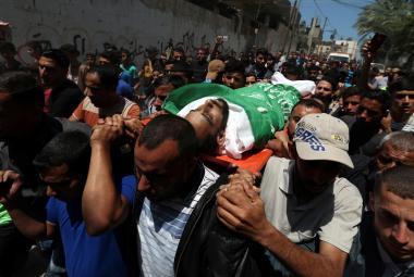 Pohřeb oběti násilností na hranicích s Izraelem