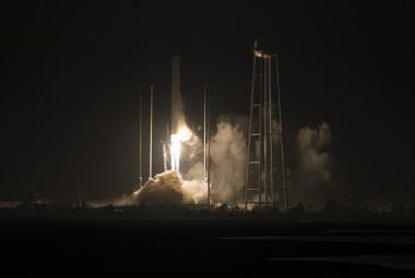 K ISS odstartovala soukromá loď Cygnus. Nese tam sextant i jihomoravský přístroj na kontrolu rostlin