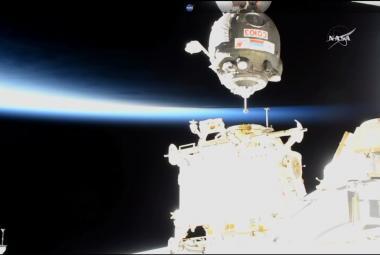U ISS přistála loď se třemi novými členy posádky vesmírné stanice