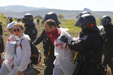 Aktivisté vnikli do dolu Bílina, přes 230 lidí policie zajistila