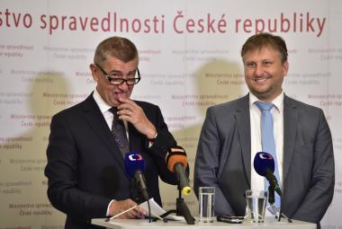 Premiér Andrej Babiš (ANO) s ministrem spravedlnosti Janem Kněžínkem
