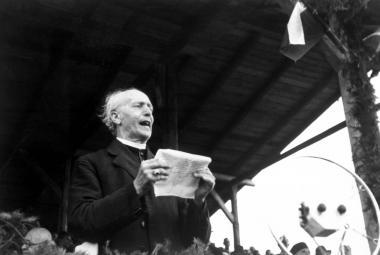 Andrej Hlinka při projevu na Pribinových slavnostech v Nitře v srpnu 1933