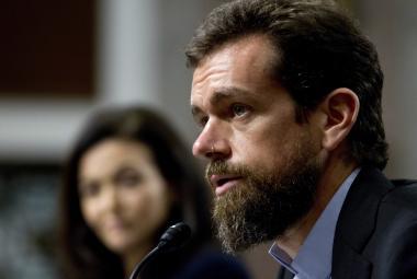 """""""S manipulátory nebojujete dost."""" Facebook a Twitter čelily výtkám Senátu"""