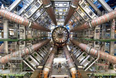 Nejhlubší tajemství hmoty odkrývá urychlovač LHC – už 10 let