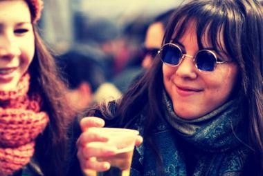 Mladí Češi méně pijí alkohol. Pomohl protikuřácký zákon i čas strávený na sociálních sítích, tvrdí studie