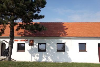 Masarykův domek v Čejkovicích dostal novou střechu. Veřejnosti se otevře koncem října