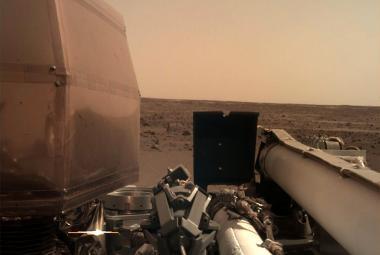 Snímek Marsu pořídila kamera IDC hned v den přistání