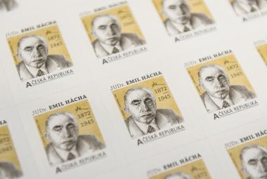 Poštovní známka s Emilem Háchou doplní bílé místo v historii československých prezidentů