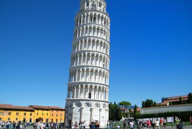 Šikmá věž v Pise se napřimuje. Zachránili ji vědci a moderní technologie
