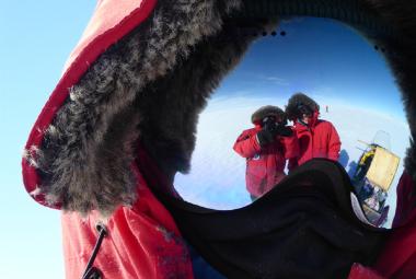 """Vědci na Antarktidě se s polární zimou vyrovnávají po svém, upadají do """"zimního spánku"""""""