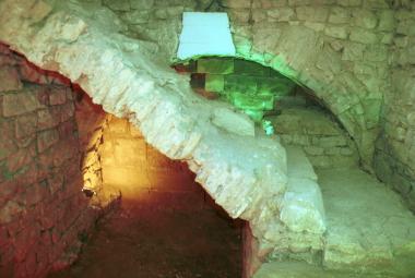 Archeologové a potápěči zkoumají zbytky Juditina mostu. Musí spěchat, ohrožuje ho lodní doprava