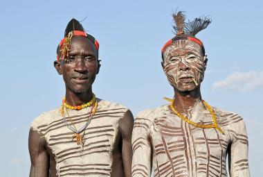 Repelent domorodců. Vědci zjistili, že tradiční bílé malby na těle odhání hmyz