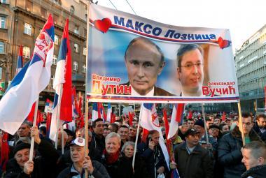Příznivci prezidentů Putina a Vučiče v Bělehradu
