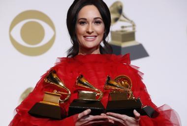 Ceny Grammy si odnesla country zpěvačka i rapper kritizující prodej zbraní