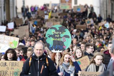"""""""Klima teď, škola potom."""" Tisíce studentů po celém světě i v Česku demonstrovaly za boj proti změnám klimatu"""