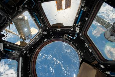 Na vesmírné stanici se množí odolné bakterie. Nový povlak je umí dokonale likvidovat