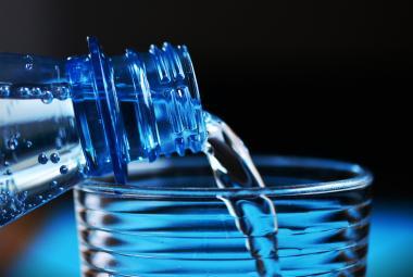 Pět důvodů, proč slavit Světový den vody. Je plná mikroplastů, v podzemí jí ubývá...