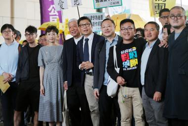 """Soud v Hongkongu uznal vinu devíti organizátorů """"deštníkové revoluce"""""""