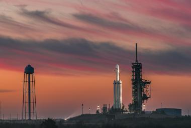 SpaceX utopila centrální část rakety Falcon Heavy. Zaskočily ji silné vlny