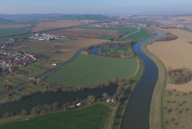 Plány na splavnění řek a propojení tří moří plní archivy už léta. Realizace je stále na vodě
