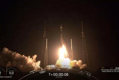 Muskova raketa Falcon 9 úspěšně odstartovala. Nese do kosmu družice pro nový internet