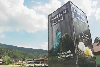 Petlahvoně, vlhčence i skleněnce zavlekli do Krkonoš turisté. Správa parku bojuje proti odpadkům