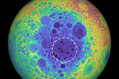 Záhadná anomálie na Měsíci: Astronomové našli pod největším kráterem Sluneční soustavy velké množství hmoty