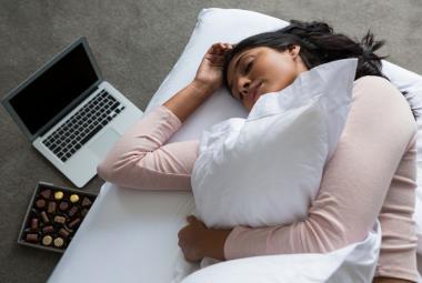 Kvůli spaní u televize nebo při světle může ženám hrozit obezita, varuje výzkum