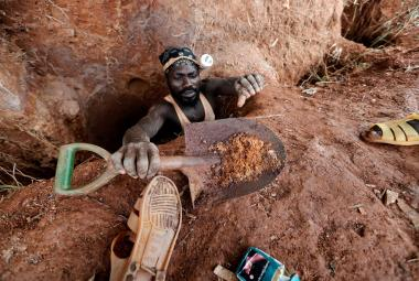 Nelegální těžba zlata slibuje v Ghaně bohatství i podlomené zdraví