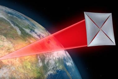 Stephen Hawking vymyslel, jak se dostat k Proximě Centauri. Miliardový projekt teď hledá rady v Praze