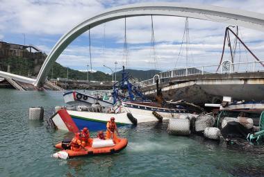 Zřícený most na Tchaj-wanu