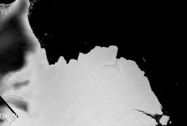 Satelity ukázaly, jak se od Antarktidy utrhl masivní ledovec. Má rozměry půlky Karlovarského kraje