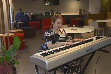 Klavíristka na vozíčku