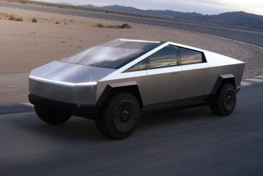 Kde udělali Muskovi inženýři chybu? Nerozbitná okna pick-upu Tesla praskla v přímém přenosu