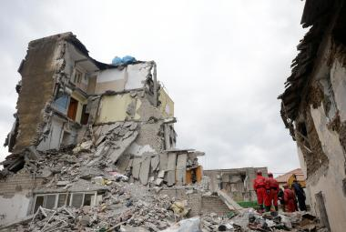Albánii vyděsil silný následný otřes. Obětí zemětřesení už jsou tři desítky