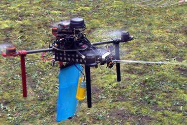 České autonomní drony míří do Perského zálivu. Budou hasit, sekat i stavět