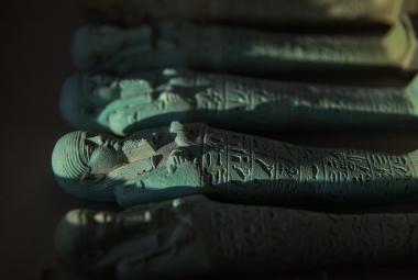 Egyptologové odhalili 16 hrobek, které patřily kněžím boha moudrosti
