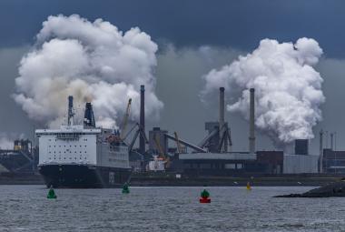 Čína snížila emise oxidu uhličitého o čtvrtinu. Koronavirus totiž zastavil letadla i továrny