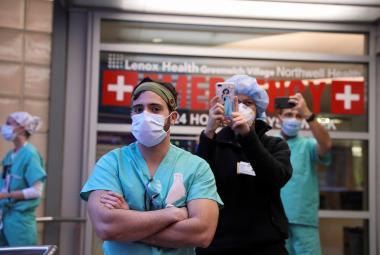 V New Yorku zemřelo v době pandemie o 24 tisíc lidí více, než je běžné, oznámilo CDC