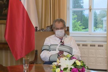 Prezident Zeman v projevu podpořil Prymulu a vyzval k nošení roušek