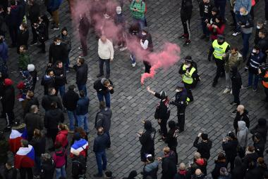 Demonstraci fanoušků v Praze na Staroměstském náměstí proti opatřením kvůli koronaviru